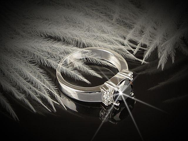 Stříbrný prsten kombinace černá a bílá
