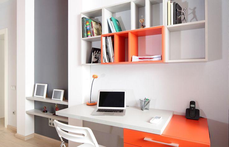 25 beste idee n over klein thuiskantoor op pinterest bureau aan het raam klein kantoor en for Home office ideeen