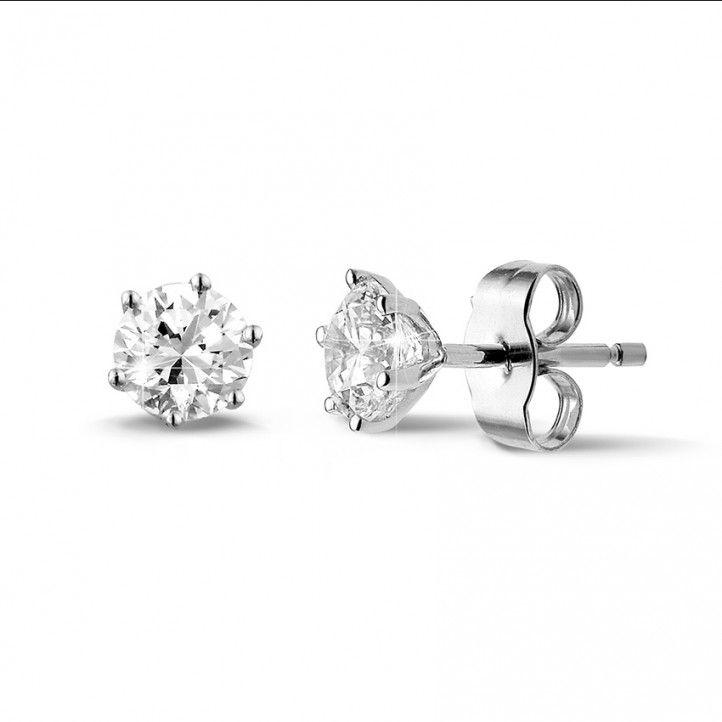 1.00 caraat klassieke diamanten oorbellen in wit goud met zes griffen