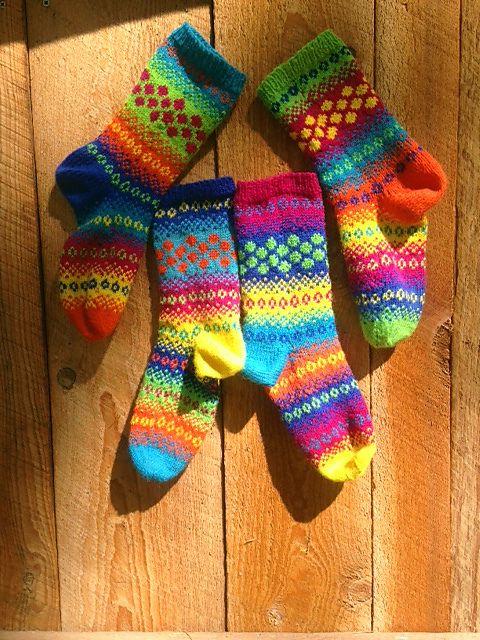 Ravelry: Popping Dots Socks by Natalia Moreva