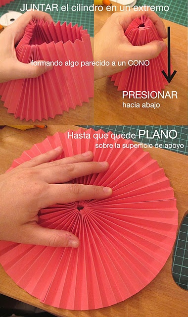 Pleated paper decor. In Spanish.