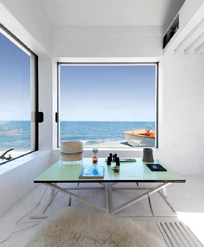 Une vue magnifique sur la mer depuis une mini maison de pêcheur jules couartou
