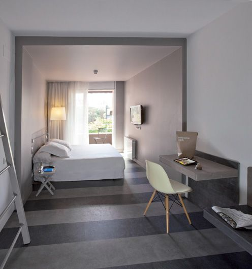 """HOTEL CHIC & BASIC. Diseño de """"La Granja"""", en las Ramblas de Barcelona. Visto por @rochinadecor en iliaestudio.blogspot.com.es"""