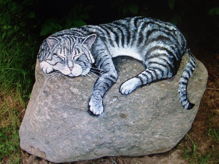 Painted rock for the garden ...I need this Ms. Lauren Alyse                                                                                                                                                                                 Plus