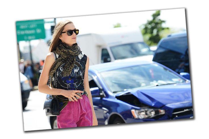 Toques de cor: uma seleção de lenços para acender os looks do fim de inverno - Vogue   Moda