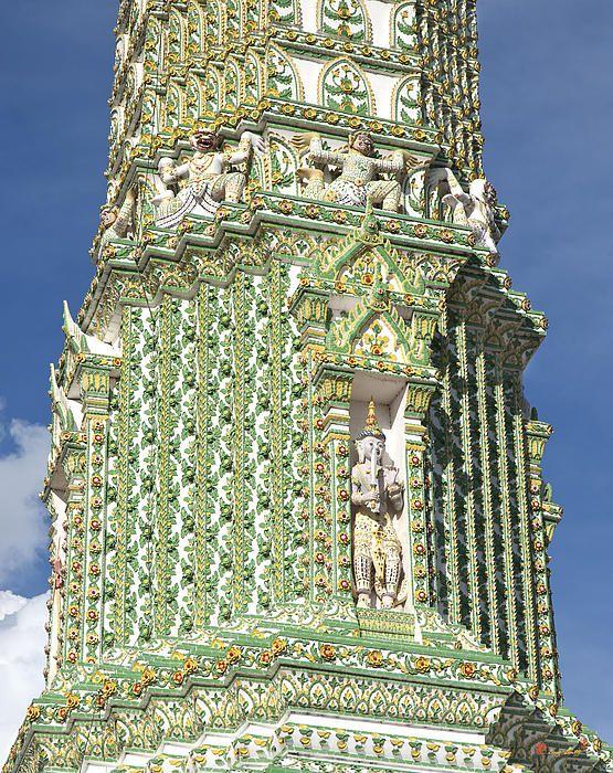 2010 Photograph, Wat Ratchaburana Ratchaworawiharn Phra Buddha Prang (Pagoda), Wang Burapha Phirom, Phra Nakhon, Bangkok, Thailand. © 2012.  ภาพถ่าย ๒๕๕๓ วัดราชบุรณพระพุทธปรางค์ วังบูรพาภิรมย์เขตพระนครกรุงเทพประเทศไทย
