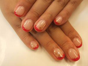 Маникюр на коротких ногтях, красный френч шеллаком с блестками и звездами