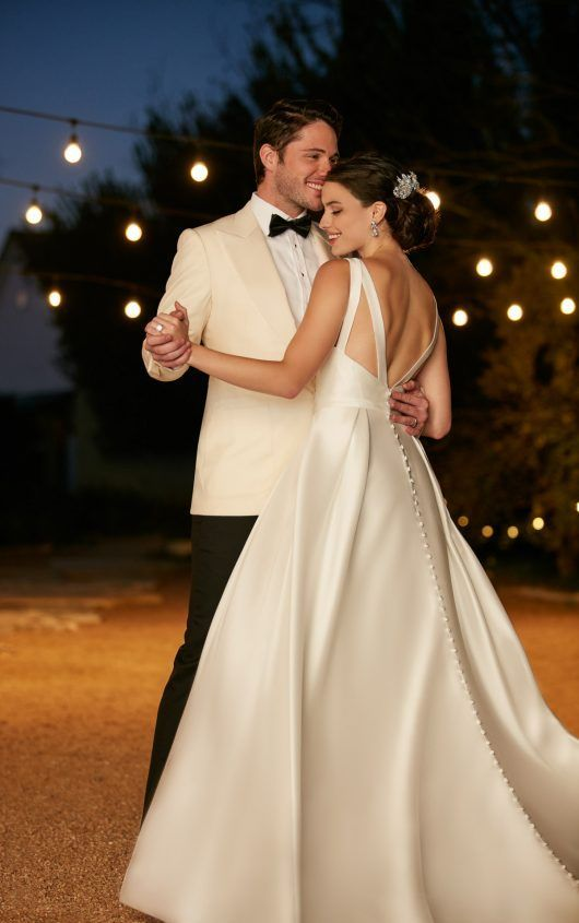 A-line wedding dress  http://www.inews-news.com/women-s-world.html#.WPRW9fkrLRY