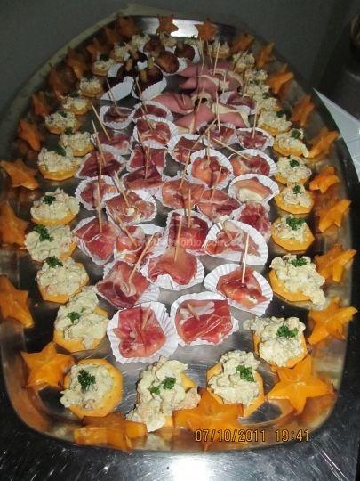 Pasapalos para fiestas on Pinterest   Recetas, Buffet and Canapes