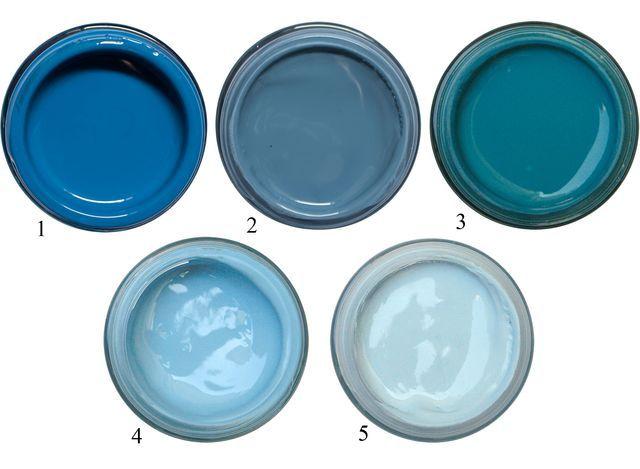 1. Deep space blue. 2. Hick's blue. 3. Marine blue. 4. Blue verditer. 5. Sky blue. Les conseils de Little green pour choisir son bleu et quel beige accorder avec le bleu