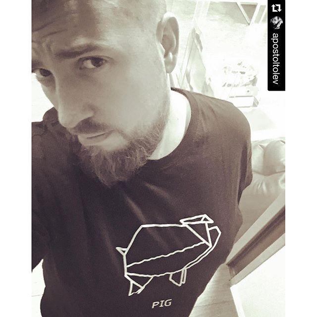 @dshirt14 #pig #beard #bearded #hairy #scruffy #cleancut #cub #instabear #instacub #hairybear #hairycub #woof #grrr #growlr #me #selfie #scruffyhomo #origami #porco #maiale #tshirt #fashionblogger #menswear #menstyle #menfashion #etsy
