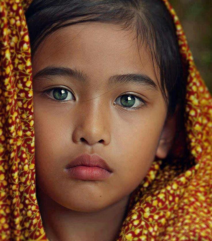 Редкий цвет глаз у людей фото