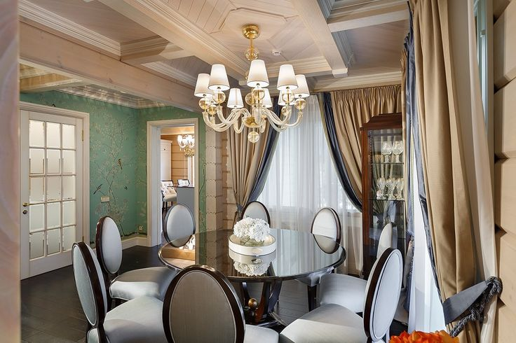 A gold Vermont chandelier by Barovier&Toso in a country house near St. Petersburg, Russia