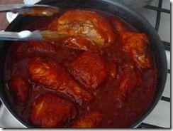 Cocina fácilmente este adobo de pollo de la cocina mexicana, de cocción lenta pero resultado indiscutiblemente sabroso.