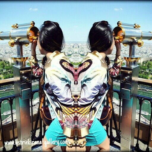 Enjoy the view from 2nd floor of Eiffel Tower in Paris ♥♥