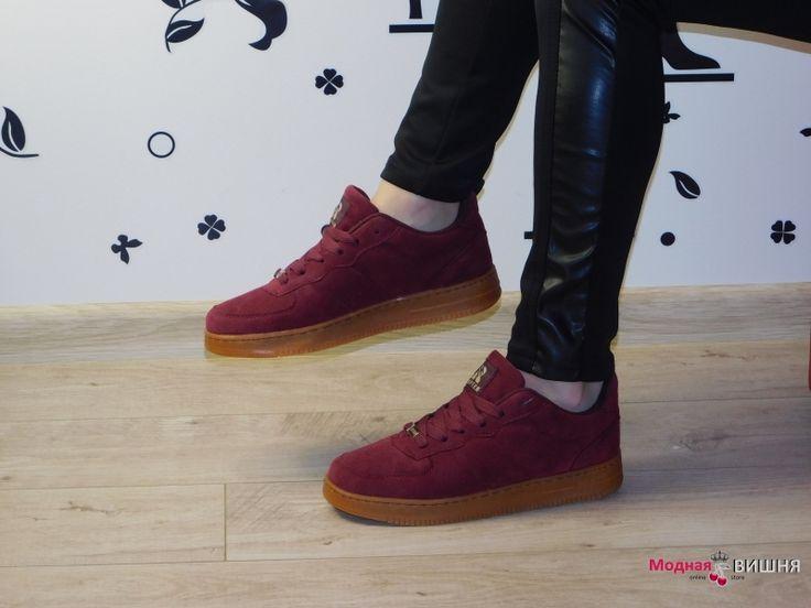 Женские замшевые красные кроссовки на толстой подошве