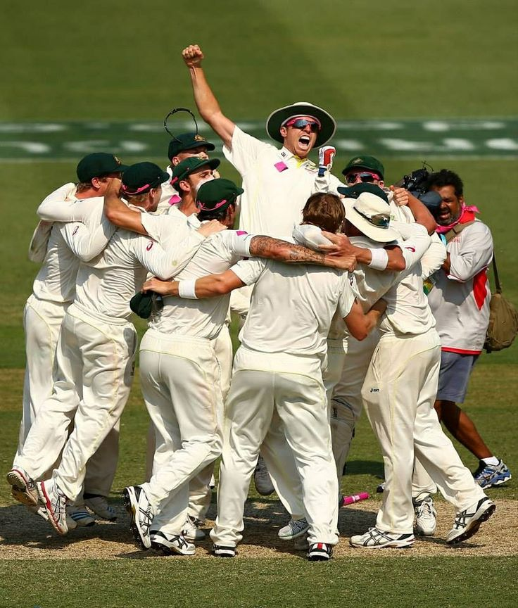 Australian Cricket Team Celebrating wining the 5th Test and beating England 5 - 0