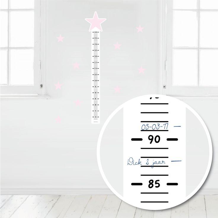 Deze muursticker meetlat is makkelijk met pen of watervaste stift te beschrijven. Op deze manier kun je de groei van je kindje leuk bijhouden. #muursticker #meetlat #groeimeter #ster #hip #zwart