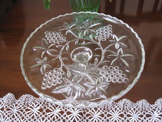 BEAUTIFUL CROWN CRYSTAL SERIES 41 GRAPES DEPRESSION GLASS CAKE STAND
