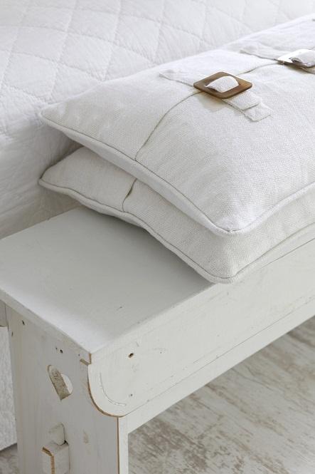 Pillow ~ Closure detail