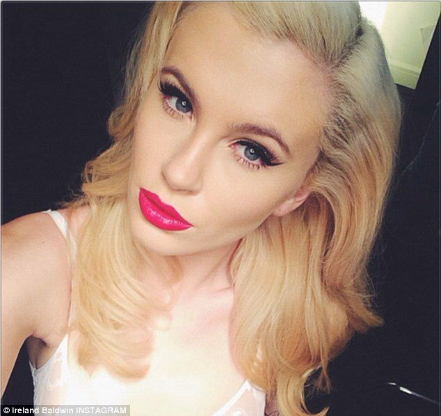 ireland baldwin   Celebrity makeup, Beauty icons, Beauty skin
