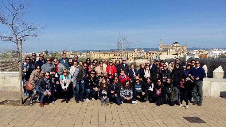Fotografía: Guía Ana Amorin con su grupo en Córdoba