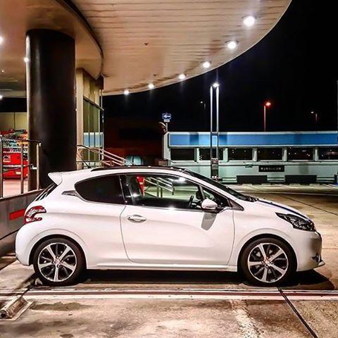 #mulpix This amazing Peugeot 208 was taken by @yukikaze_kyoto #peugeot #peugeotteam #teampeugeot #tagtopeugeot #peugeot208 #208 #gti #car #auto #engine #garage #sky #road #girl #legs #peugeotfreak #peugeotlovers #carporn #sportcar #nikon #canon #photoart