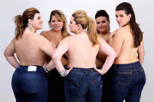 Andrea Boschim, Simone Fiúza, Bianca Raya, Mayara Russi e Celina Lulai wearing Plus size jeans