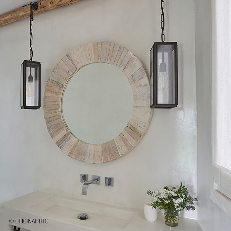 This bathroom interior designed by @todhunterearleinteriors stands out through its statement lighting, featuring #Davey's Narrow Box Pendant Lights. #lighting #pendantlights #bathroominteriors #OriginalBTC #statementlighting