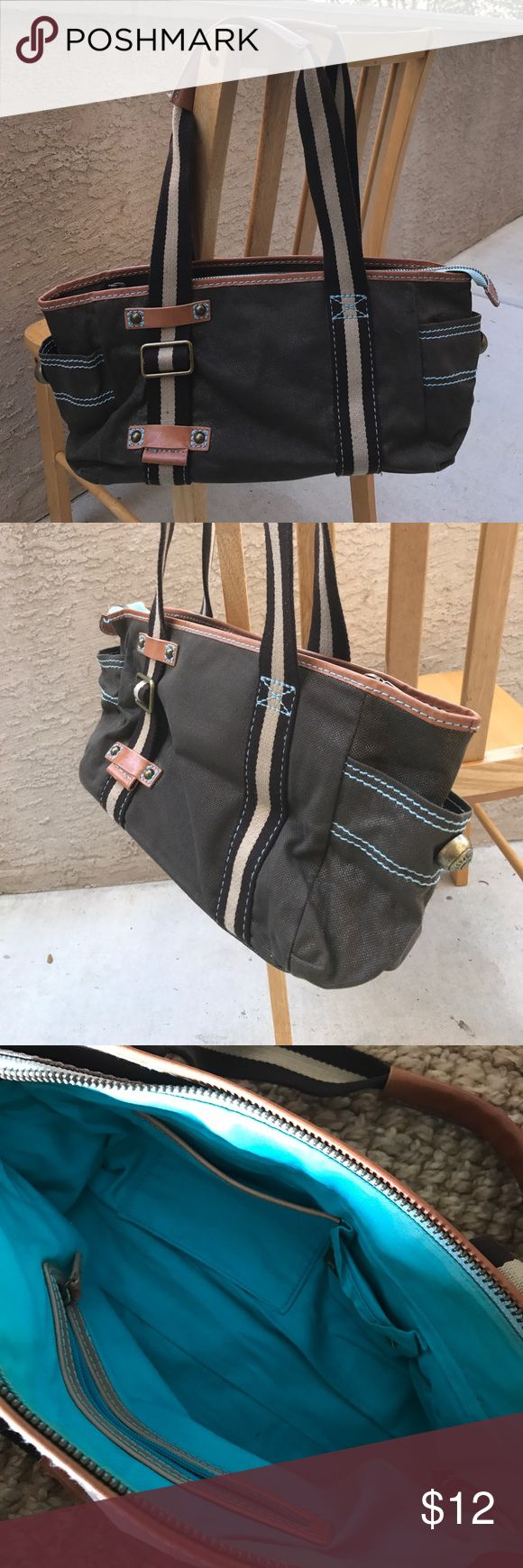 🎉 Price drop!🎉 Gap purse Gently used. Please look at all pictures, it shows all wear. GAP Bags