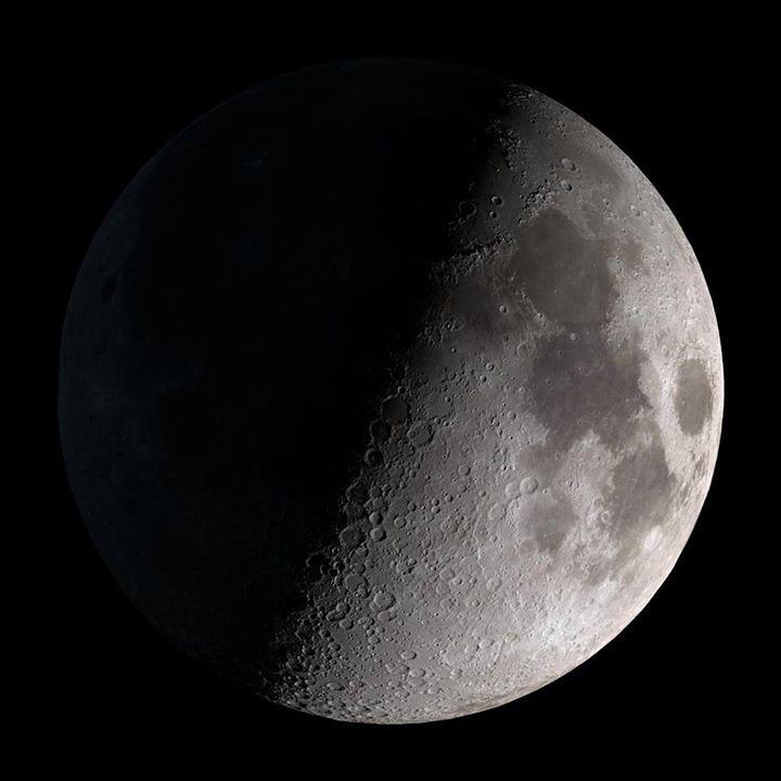 Quante meraviglie in cielo da gustare con i nostri #Telescopi!  Il 1 Luglio il menu astronomico avrà come piatto forte #Saturno con i suoi anelli ma ci saranno anche tante altre delizie celesti appetitose: stelle nebulose galassie e ammassi stellari.  Il dolce sarà una spettacolare #Luna al Primo Quarto.  - http://ift.tt/1HQJd81