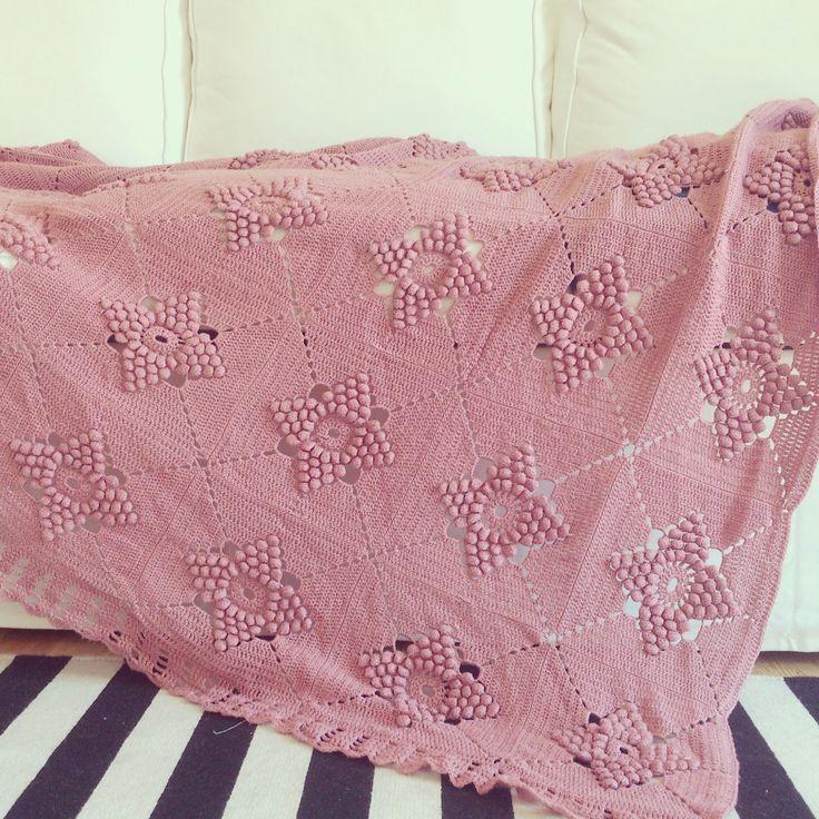 ByHaafner, vintage crochet blanket, pastel, pink, popcorn stitch http://byhaafner.blogspot.be/2015/01/a-lot-more-crochet-in-lisbon-and-little.html?utm_source=feedburner&utm_medium=email&utm_campaign=Feed:+ByhaafnerCrochetVintageVegan+%28ByHaafner+*+crochet+*+vintage+*+vegan+*%29