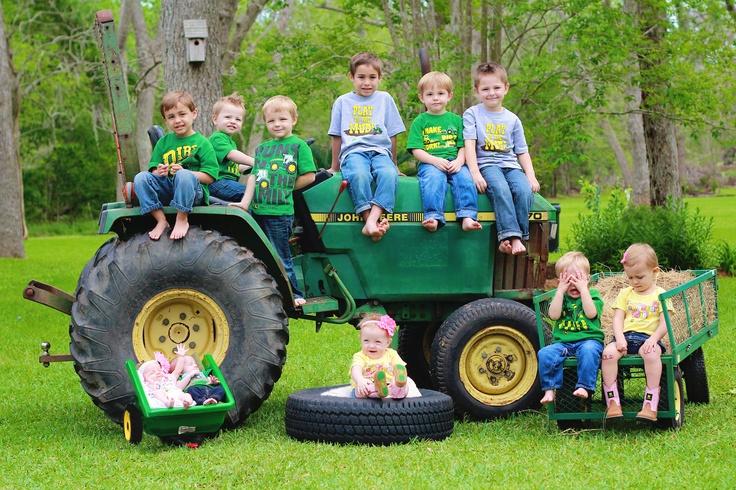 Family Picture Idea Tiffany Macauly, yes? ;)