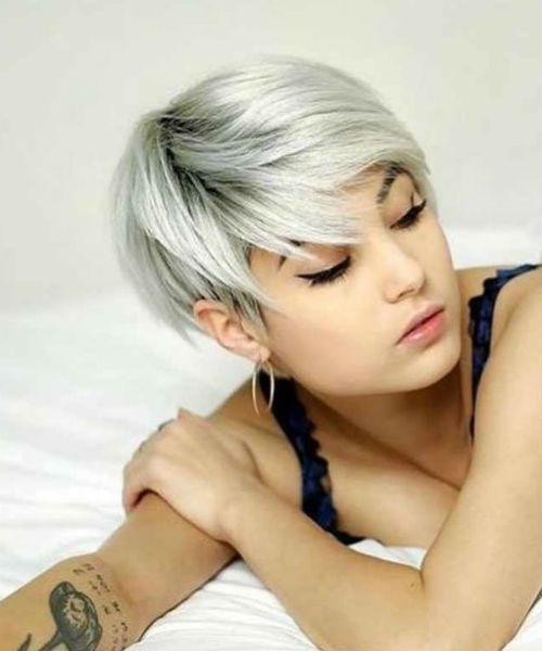Heißeste eisige blonde kurze Pixie-Frisuren 2020, zum des bezaubernden Blickes für Mädchen und Frauen zu erhalten