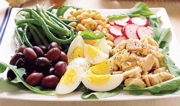 Receta ensalada con atún y huevo. Una receta fácil - www.charhadas.com