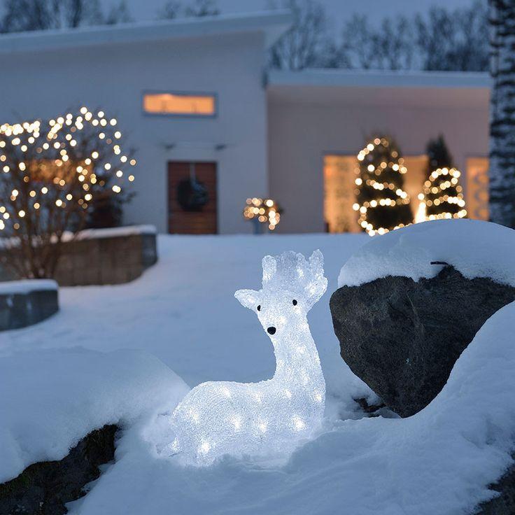 Liggende LED Reinsdyr i akryl med 40 hvite lys fra Konstsmide. Elegant hagebelysning som vil gjøre naboen misunnelig!
