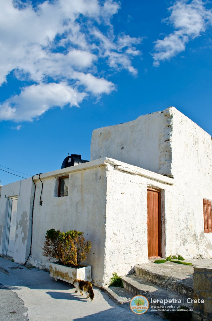 An old house, at the port of # Ierapetra. |Ένα παλιό σπίτι στο λιμάνι της Ιεράπετρας.     (CC-BY-SA)