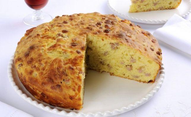 Pizza rustica con prosciutto, scamorza e patate: la ricetta da copiare