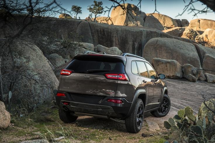 2014 Jeep Cherokee midsize SUV sets a new
