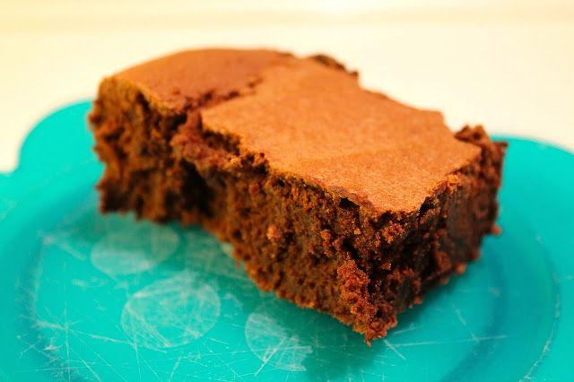 Har i nogensinde fået en brownie, som smagte som én stor trøffel? Det gjorde den her, GUF! Hvor var den bare god. En af de bedste brownies jeg har smagt! Den kan virkelig anbefales.Når jeg skal synde, så skal den have hele armen, og det fik den her.ADVARSEL: Lav ikke denne kage, hvis du e