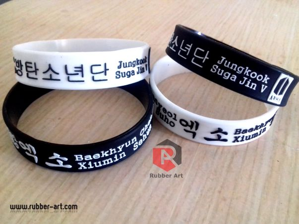 Gelang karet EXO Distro clothing. visit www.rubber-art.com #gelangkaret #gelangcostum #wristband #gelangkancing #gelangembos #aksesoriskaret