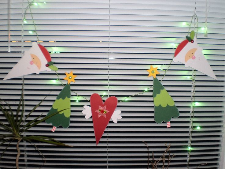 Fensterbild Lichterkette -Weihnachten-Dekoration - Tonkarton! FOR SALE • EUR 25,90 • See Photos! Hallo, willkommen ... Sie kaufen hier ein selbst gebasteltes Fensterbild / Türdekoration / Spiegel - Schmuck - Deko... ~~~~~~~~~~~~~~~~~~~~~~~~~~~~~~ Weihnachten steht auch bald wieder vor der Tür. Die schöne Lichterkette 282696269404
