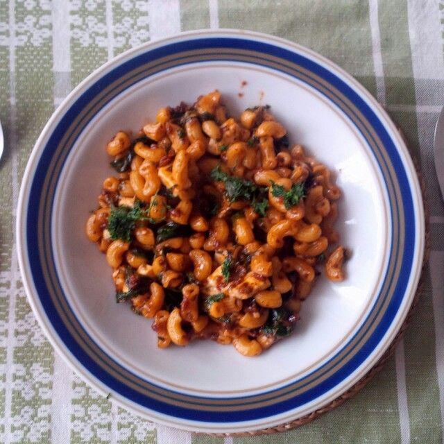 Těstoviny s balkánským sýrem a rajčaty