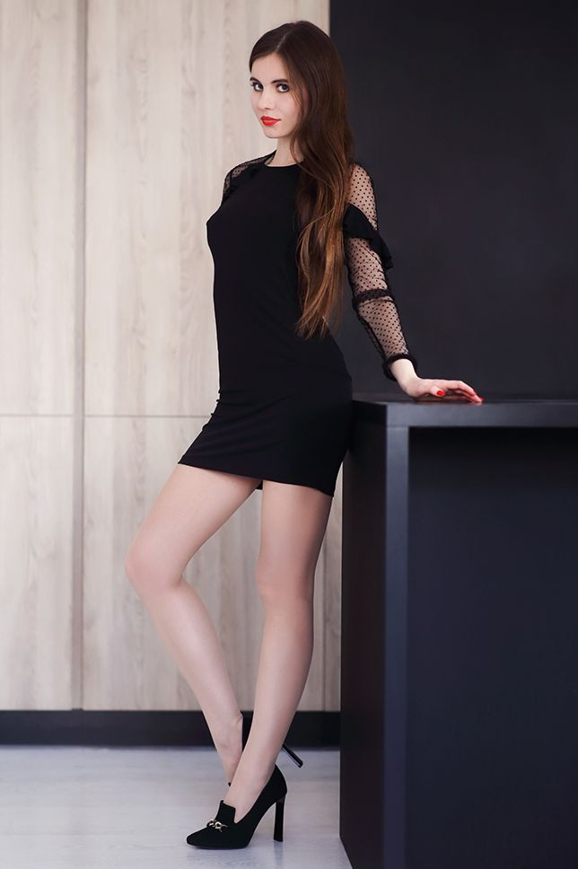 Czarna Obcisla Sukienka Cieliste Rajstopy I Zamszowe Szpilki Ari Maj Personal Blog By Ariadna Majewska Tight Black Dress Fashion Tights Head Turning Dress