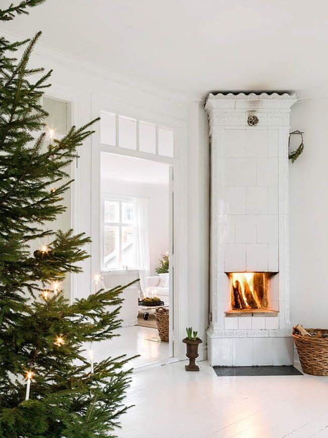 Décoration De Noël Scandinave Sapin Naturel, Intérieur Blanc # Noël # Hiver  # Décoration