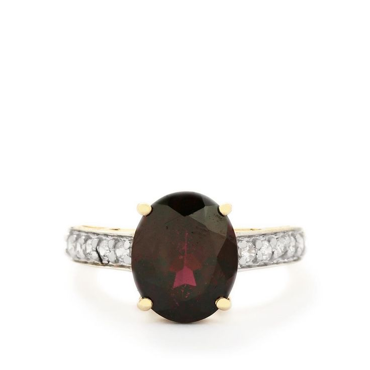 A sumptuous Ring from the Jacque Christie collection, made of 9K Gold featuring 4.23cts of amazing Rajasthan Garnet and White Zircon.