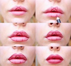 Elle marque des formes géométriques sur ses lèvres et le résultat est génial!
