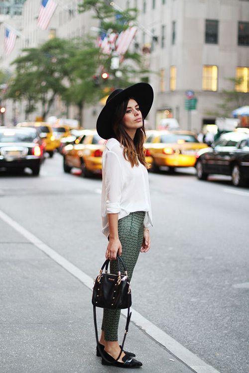 street style // oversized sweater + wide brim hat // winter style