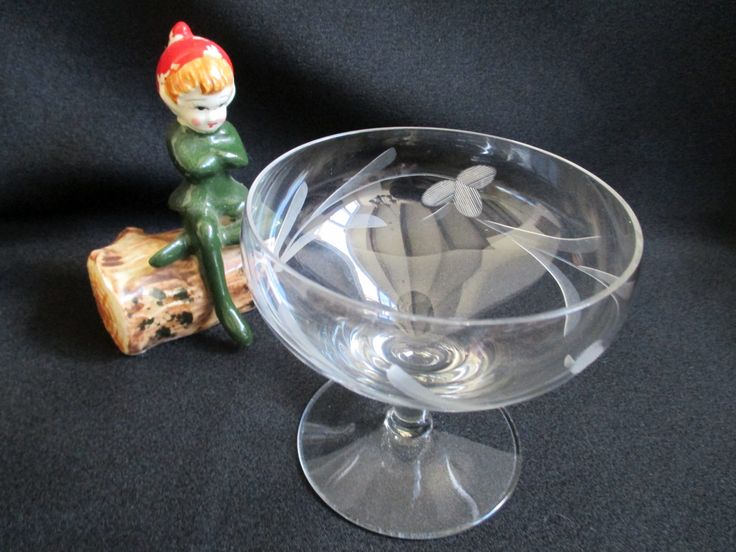 Vintage champagne glass coupe glass dessert dish cut glass detail