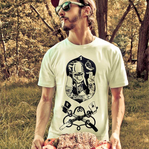 This model wears a T-shirt of Dudes Factory. Available on my webshop www.lazybaboon.be
